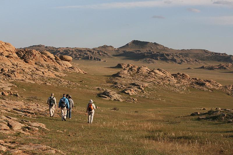 hiking-on-camel-trek