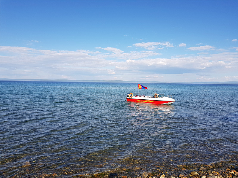 boat-in-the-khuvgul-lake