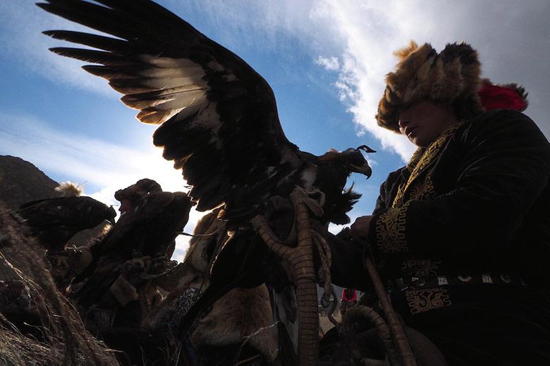 eagle-hunter-under-the-sky
