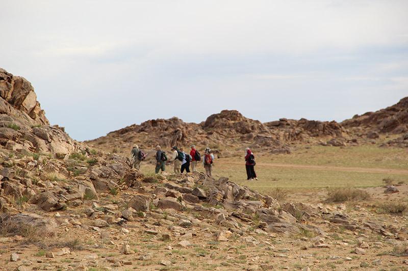 hiking-on-ikh-nart