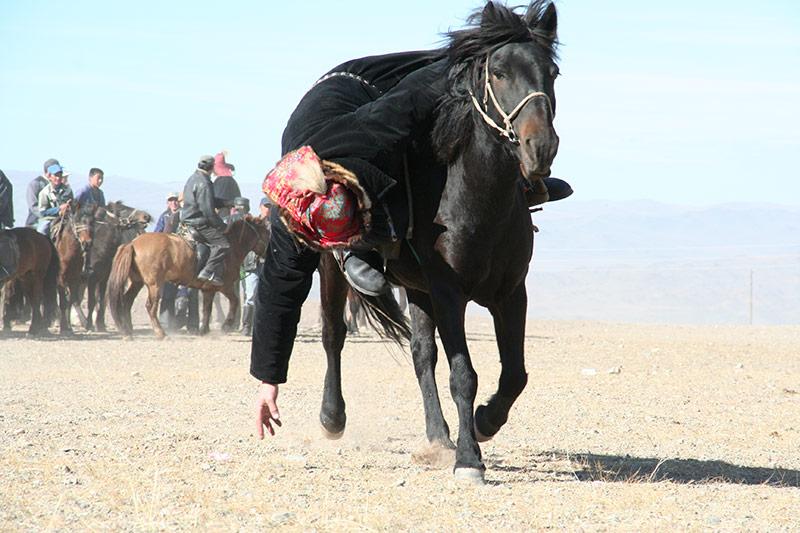 horse-game-in-mongolia-eagle-festival
