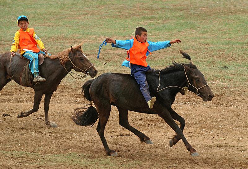 naadam-festival-horse-racing-3