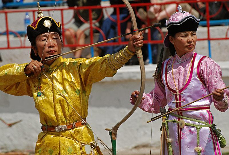 naadam-festivale-femal-archery