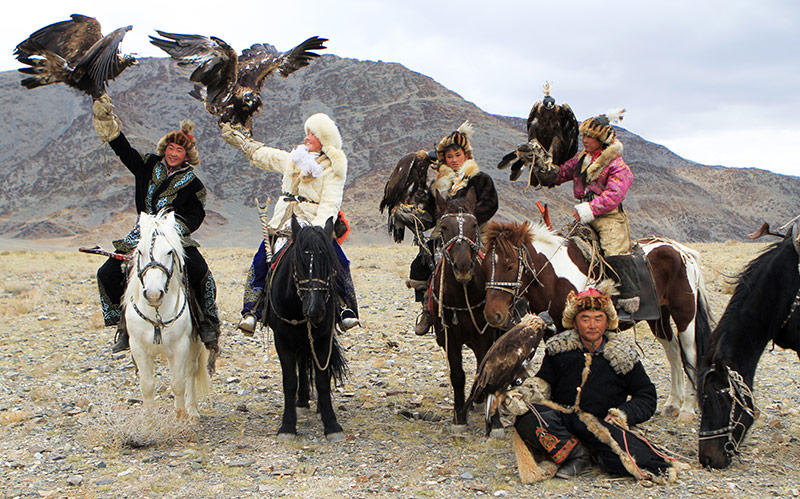 youth-eagle-hunters-with-man