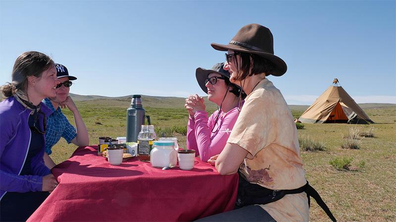 breakfast-in-gobi-steppe-ride