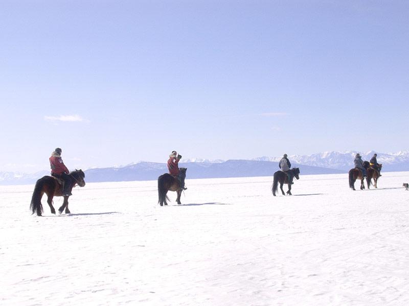 riding-horse-in-winter-khuvgul-lake