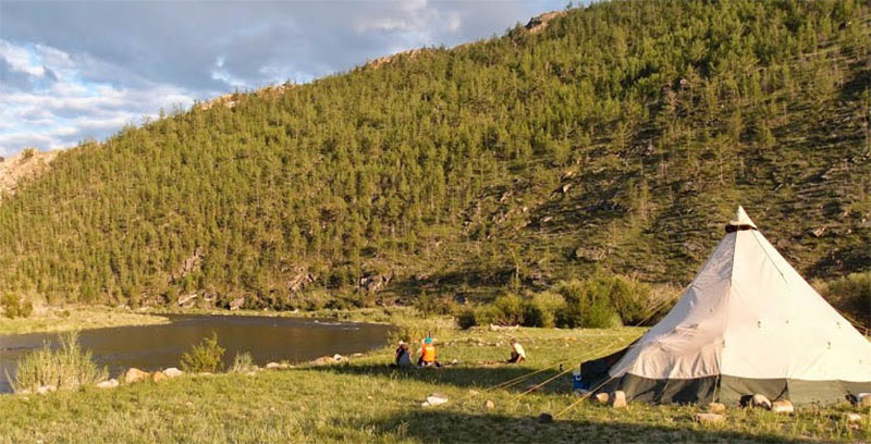 tentipi-in-khuvsgul-river-adventures