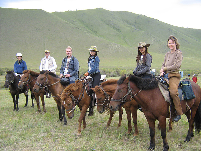 horse-riding-travel-near-khan-khentii