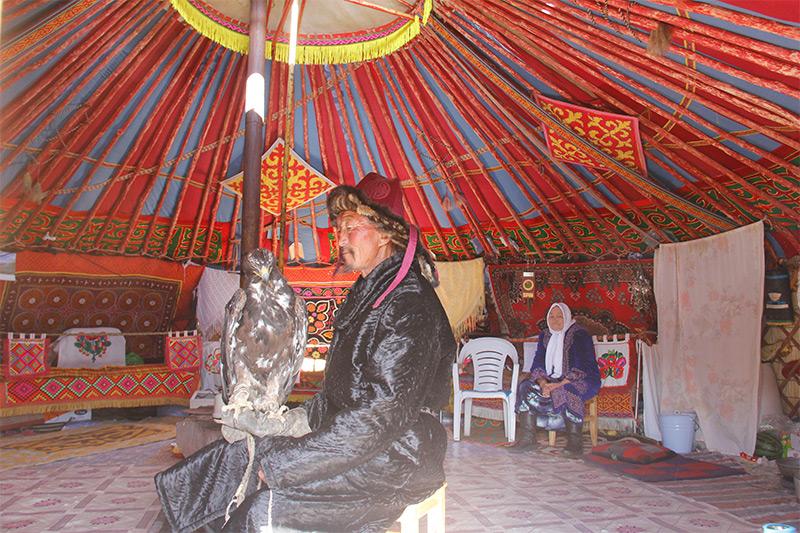 kazakh-ger-inside