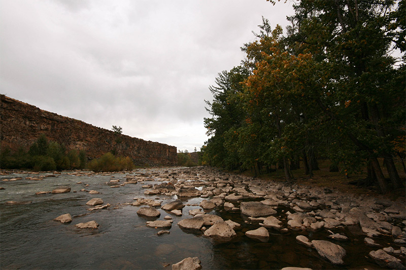 near-in-the-ulaantsutgalan-waterfall
