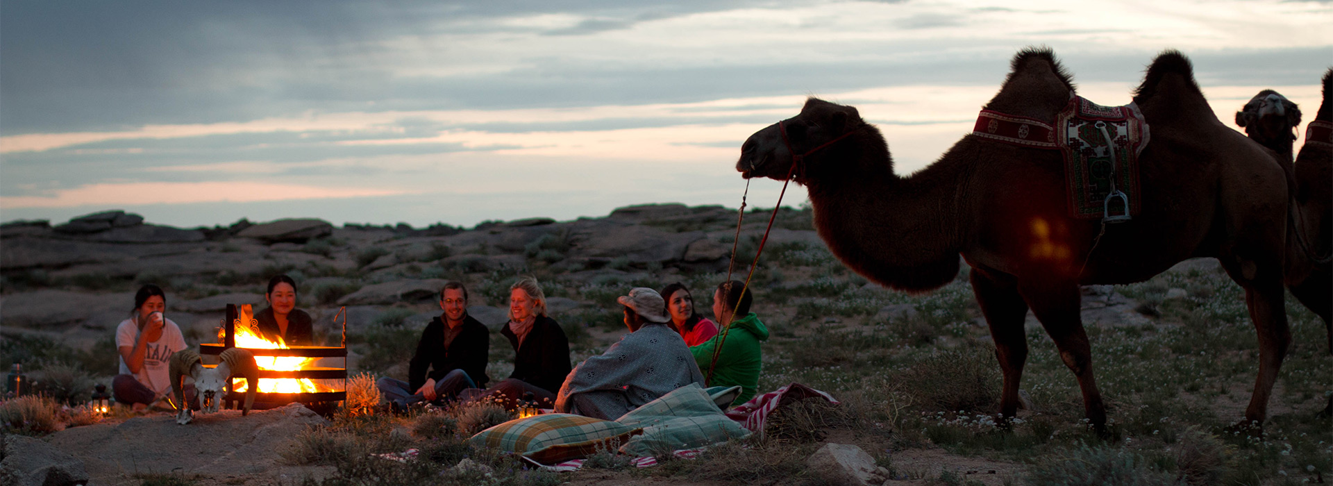 relax-time-in-ikhnart-rocks-wilderness-ger-camp
