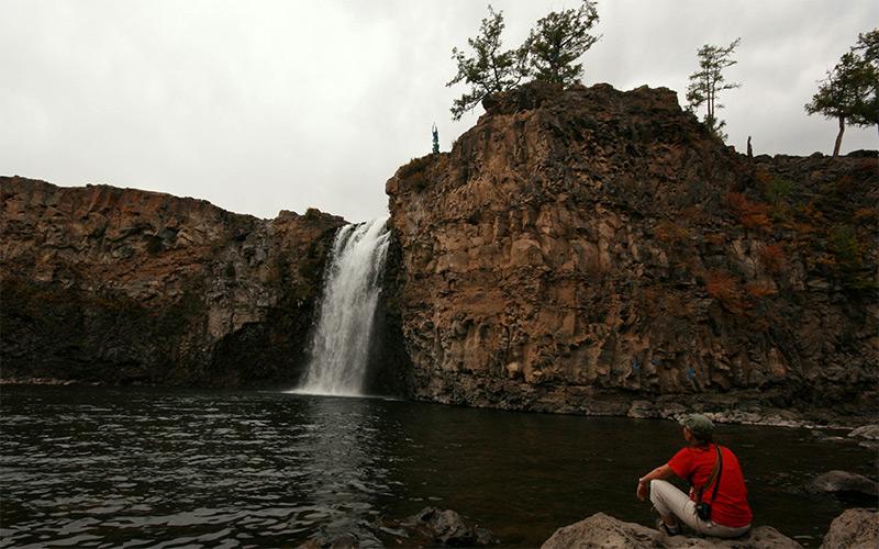ulaan-tsutgalan-falls